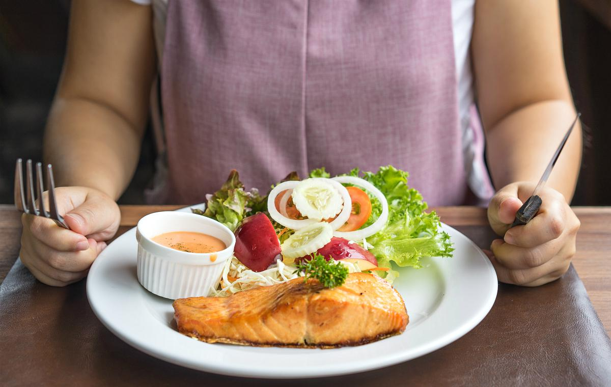 Woman ready to eat her salmon steak | What To Eat When Pregnant