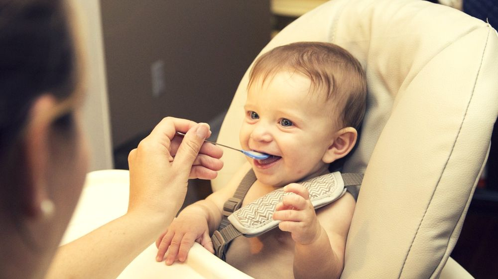 Feature | The Right Way To Feed Your High Chair Baby | Best High Chairs For Babies and Toddlers
