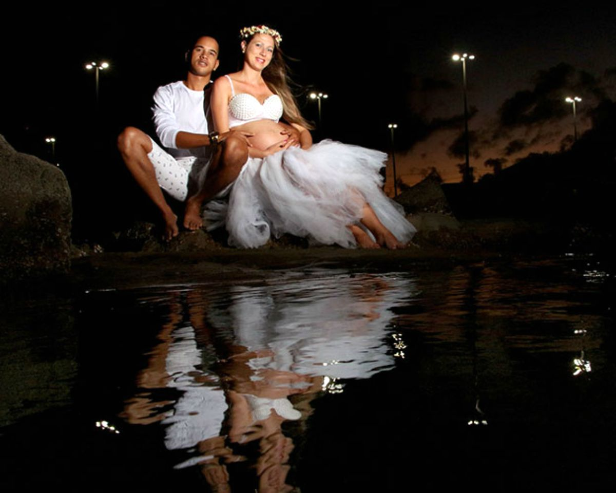 Couple portrait with lights effect | Stunning Maternity Pictures, Ideas, And Photo Shoot Themes